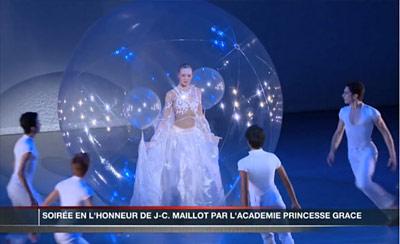 «Красавица» открыла танцевальную феерию в честь Ж.-К.Майо (Фото: DR)
