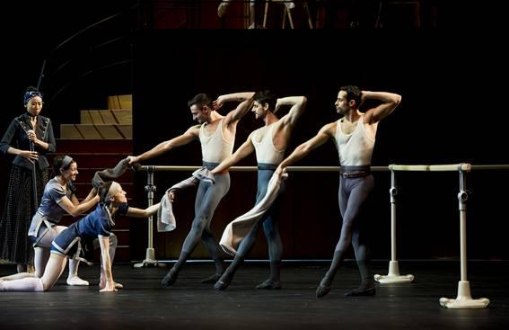 Танцевальный класс из первого акта (Фото : Alice Blangero)
