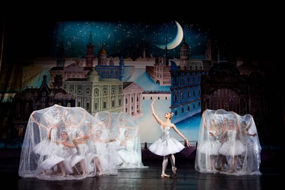 Третья картина II акта. «Снежные сугробы» на набережной Невы.