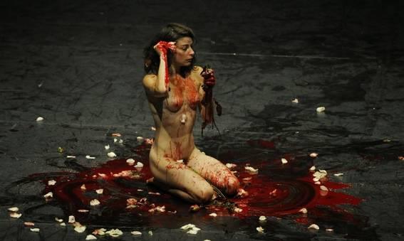 Шоу «Стрелы»: героиня оплакивает «кровавое крушение любви» (фото : DR)