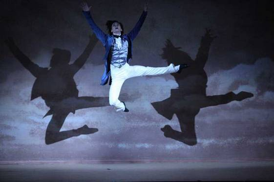 Владислав Лантратов (Люсьен) в обворожительном прыжке (Фото : Mikhail Logvinov)