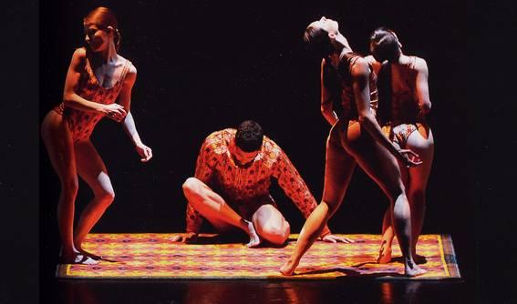 Танцевальный квартет из картины с коврами (Фото : J.C. Carbonne)