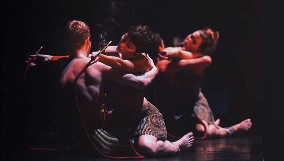 Эротические дуэты из танцевальной картины с кальянами (Фото : J.C. Carbonne)