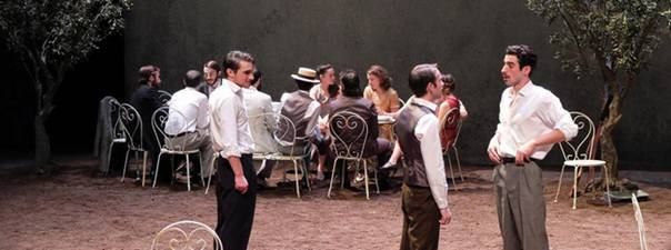 На первом плане слева направо – Платонов (Жозеф Фурез), Войницев (Валентин Боро) и Трилецкий (Тристан Гонзалес). (Crédit photos : Benoit Jeannot)