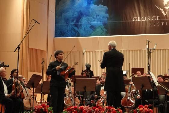 Сергей Догадин и Национальный филармонический оркестр под управлением Владимира Спивакова