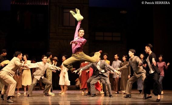 Сцена из первой картины: солирует Зханг Йао в роли А Лина
