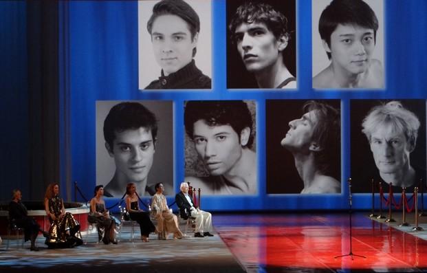 Фрагмент церемонии: на фото - номинанты-танцовщики